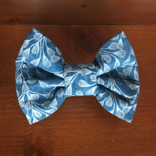 Load image into Gallery viewer, Dog and Cat Bows and Bowties - Great Christmas Present this is a blue with white pattern