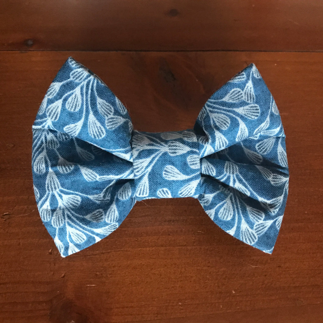 Dog and Cat Bows and Bowties - Great Christmas Present this is a blue with white pattern