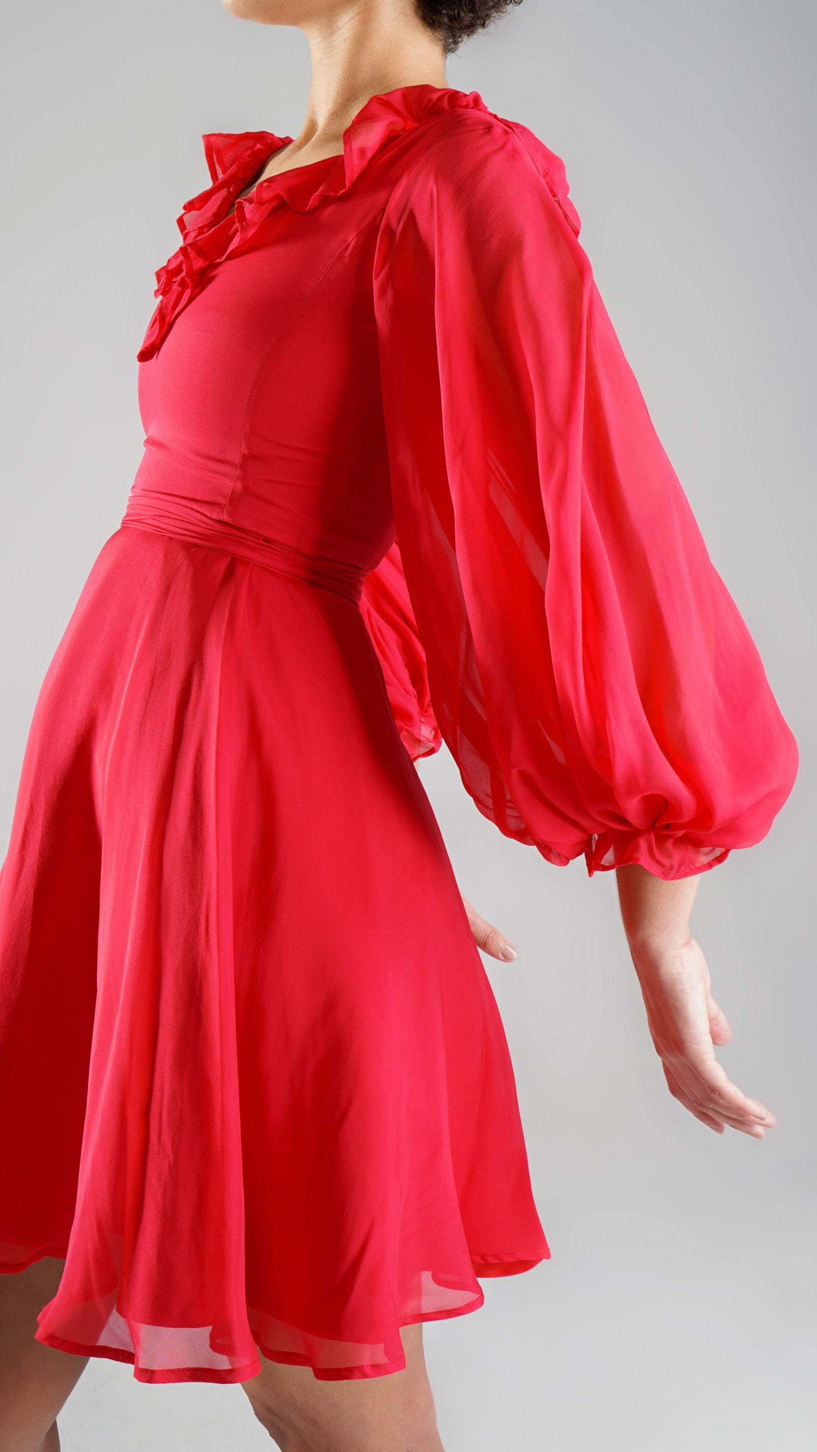 Elegant Resort Wear Red Dress with Balloon Sleeves for Day Out or Party for Spring