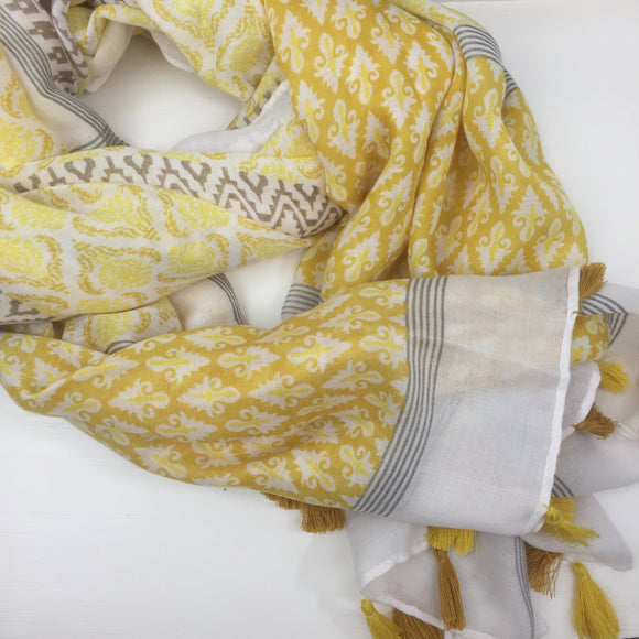 LEMON PRINT AND TASSEL SCARF