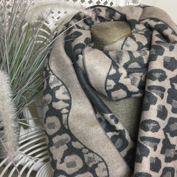 LEO SCARF IN TAUPE