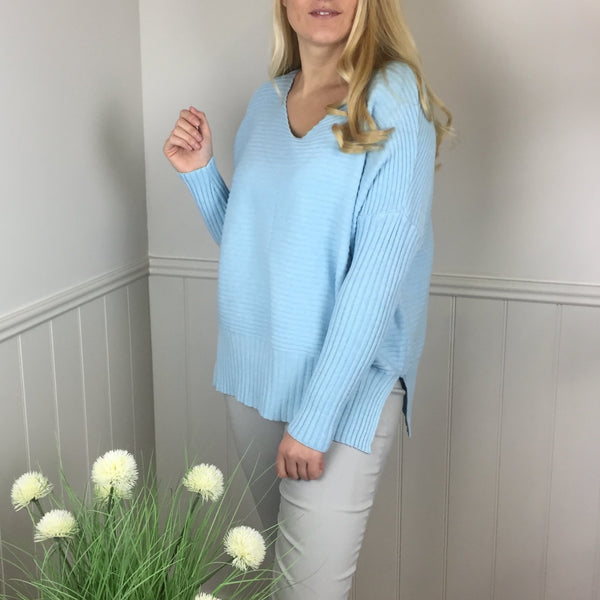 V-NECK RIBBED SWEATER IN PALE TURQUOISE