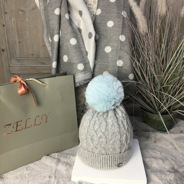 ZELLY GREY CABLE KNIT POM POM HAT