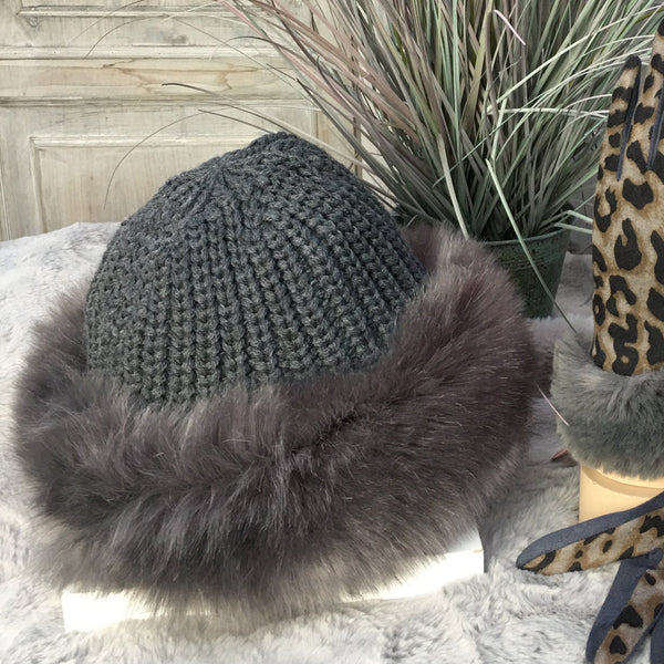 KNITTED FAUX FUR TRIM HAT WITH FLEECE LINING IN CHARCOAL GREY