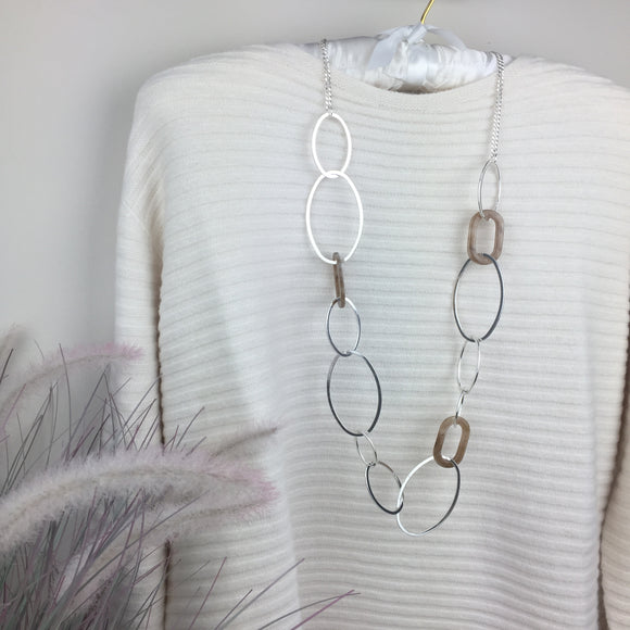 TAUPE RESIN & HOOP NECKLACE