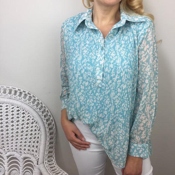 FLORAL PLEATED SHIRT IN BLUE