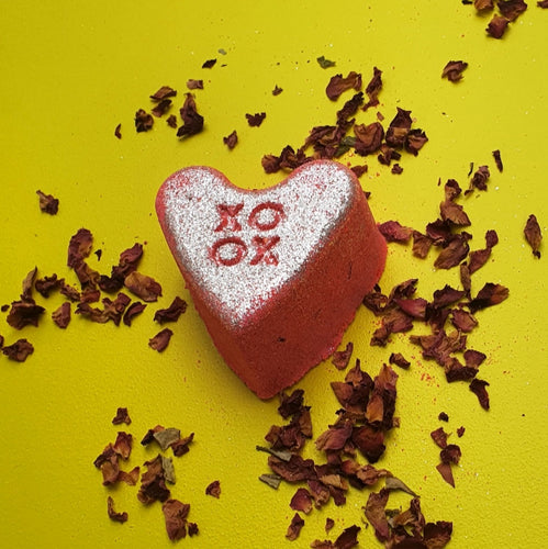 Be Mine Valentine Heart with Rose Petals - Bath Bomb  115g (Limited Edition)