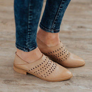 Fashion Retro   Openwork Pointed Flat Shoes