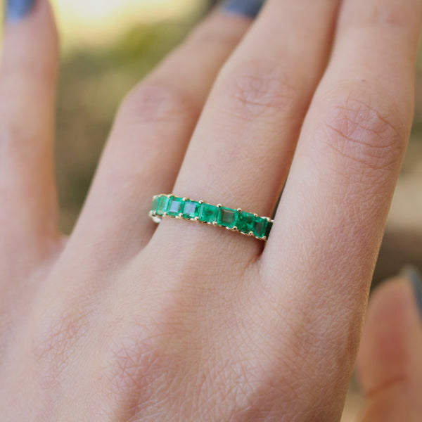 14k Yellow Gold Shared Prong Emerald Eternity Band Size 7