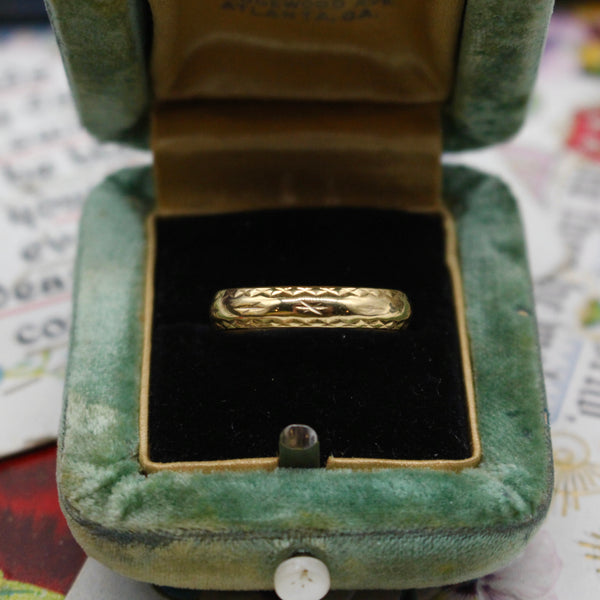 Vintage 18k Yellow Gold Carved Unisex Band Size 8.5