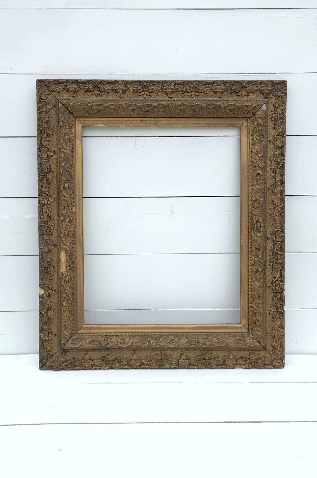 Antique gold frame for wedding decor