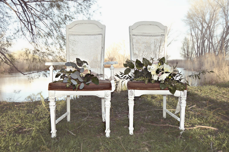 Vintage chairs for bride and groom