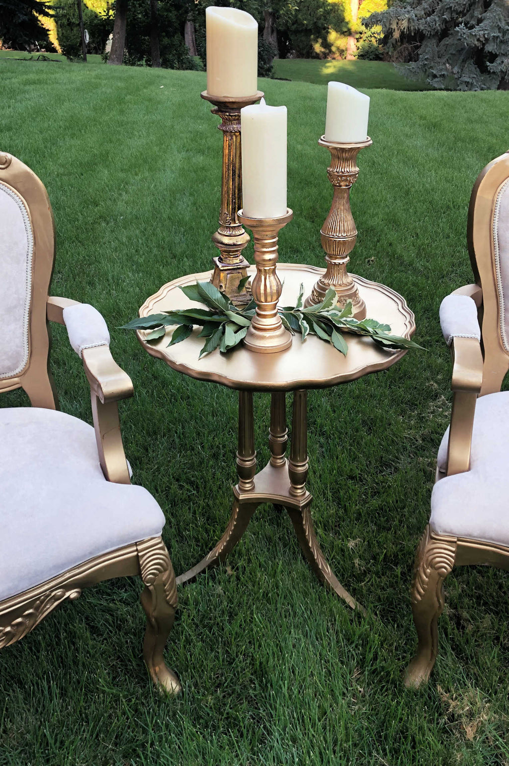 """Kookie Little Paradise"" Gold Table"