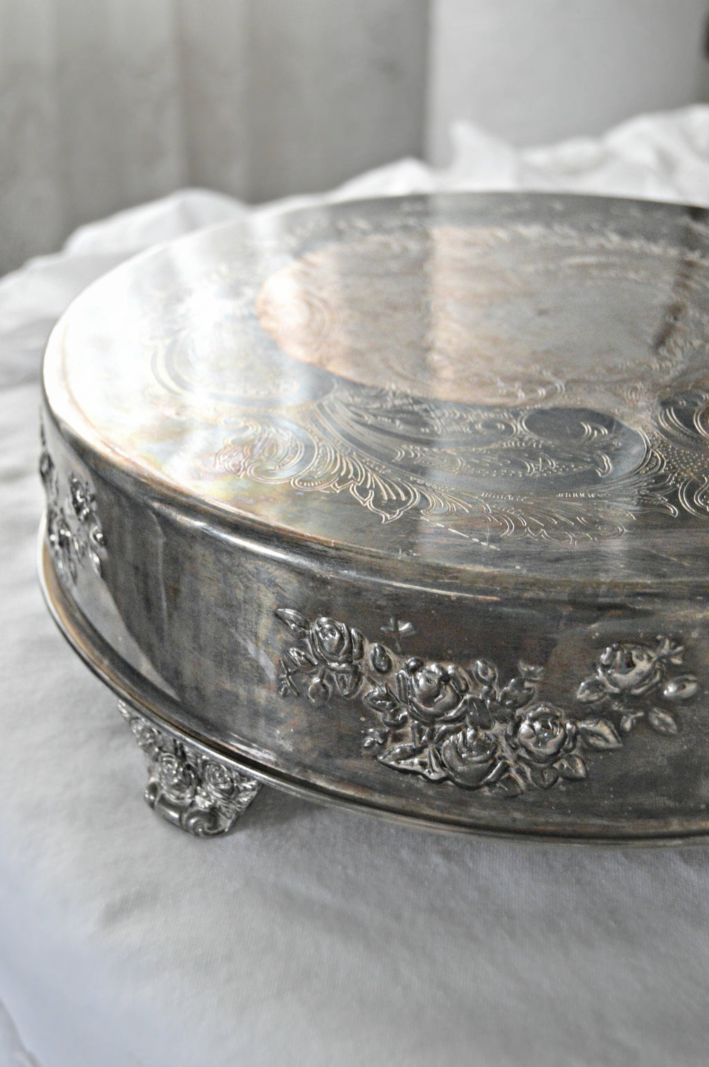 Round silver vintage cake stand with rose pattern
