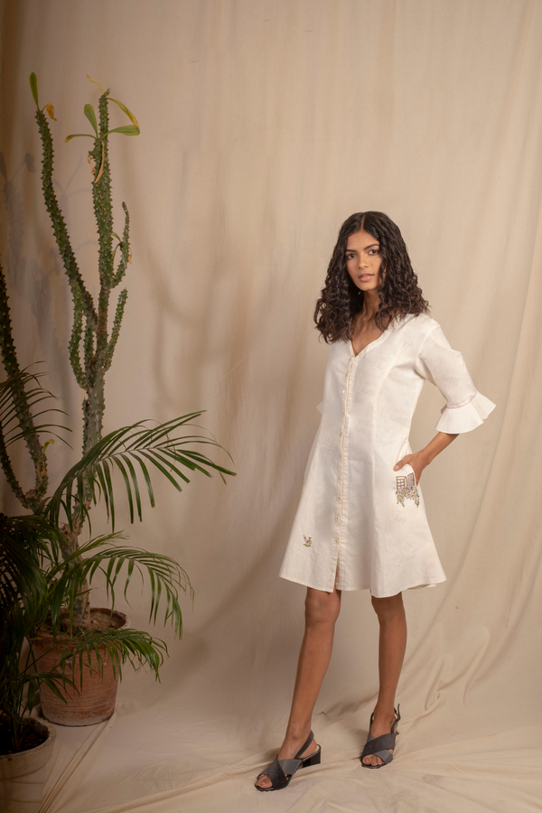 Sui | BELLA hand-embroidered hemp dress with ruffle details on the sleeves from Granita Summer Collection 2019
