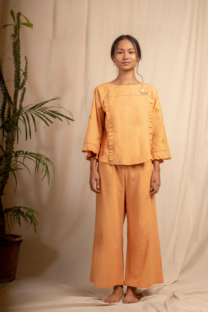 Sui | ORNELLA hand-embroidered, herbal-dyed recycled fabric casual trousers from Granita Summer Collection 2019