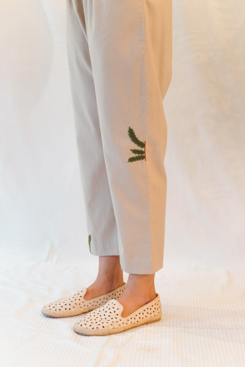 Sui | THE BAY VIBES hand-embroidered, herbal-dyed, casual hemp trousers from Flow Winter Collection 2019