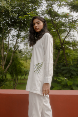 Sui | THE COAST hand-embroidered organic cotton twill classic shirt from Flow Winter Collection 2019
