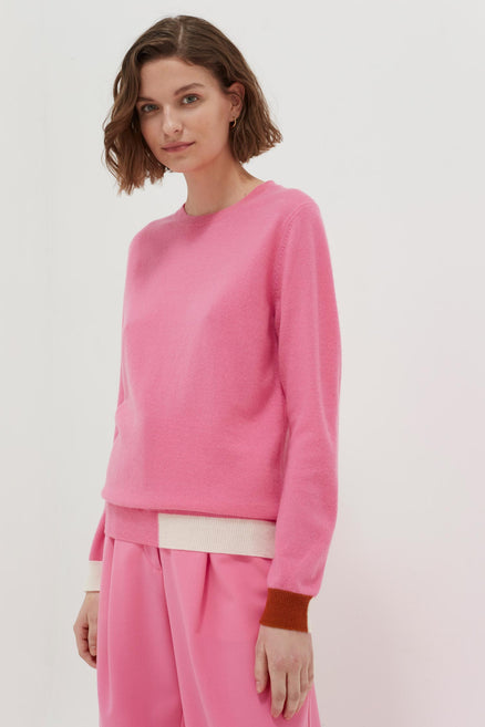 model shot of pink-cambridge-cashmere-sweater colour-block intarsia knitted for a classic fit From Chinti & Parker