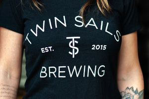 Twin Sails Arched Logo Tee - Women's (Black)