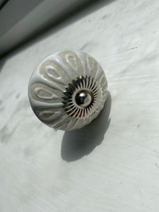 White and Stone effect knobs