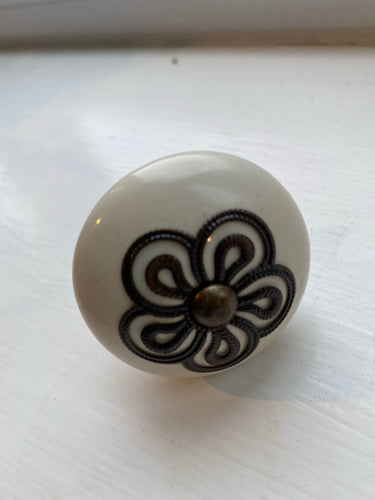 Black and White Floral Knob