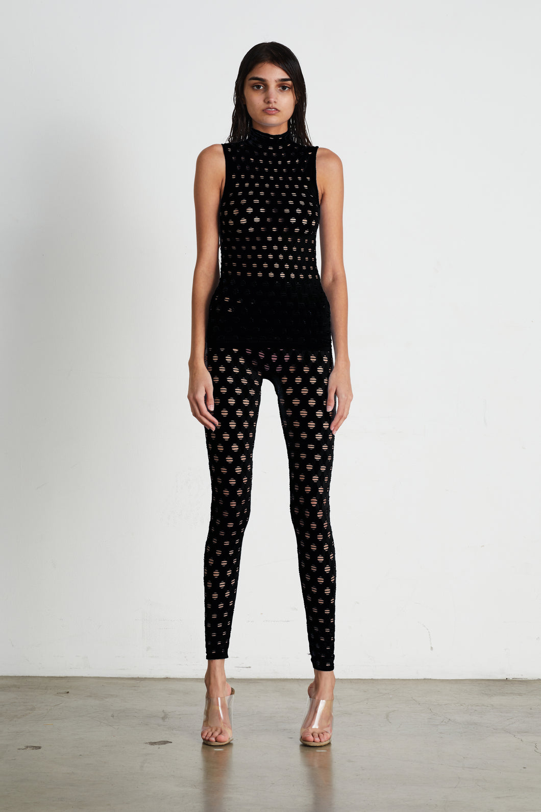 PERFORATED SLEEVELESS TURTLENECK