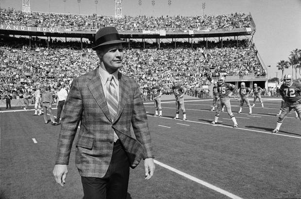 Tom Landry coaching the Dallas Cowboys in 1971. Photo from Harold Valentine/AP.