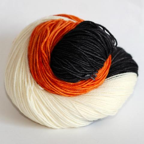Harlequin Cat in Fingering / Sock Weight