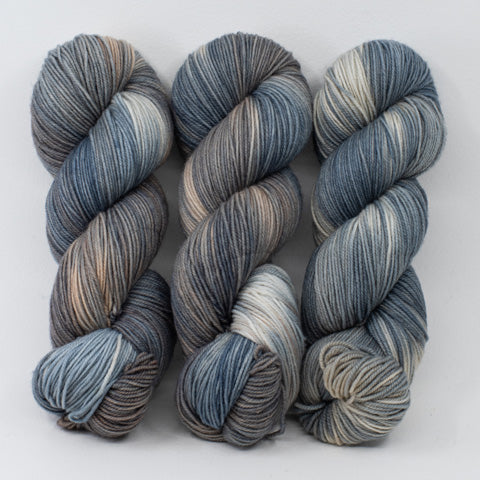 Shasta Cat - Merino DK / Light Worsted - Dyed Stock