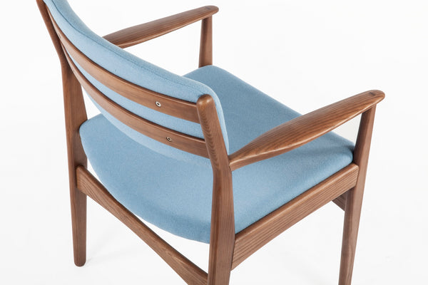 The Tiset Arm Chair [FEC9119LBLUE] 2