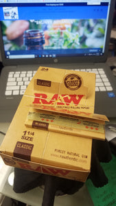 "RAW NATURAL ROLLING PAPERS FOR CBD FLOWER - ""SKUNKY BOTANICS"""