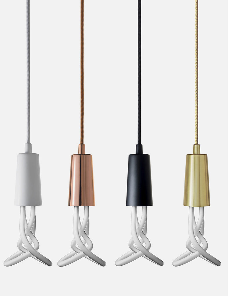 plumen 001 with drop cap in black chrome brass and black