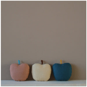 MIKANU LINEN-APPLE RATTLE