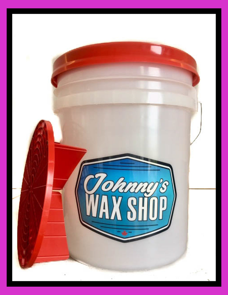 JOHNNY'S WAX SHOP 19L DETAILING BUCKET WITH GRIT GUARD AND GAMMA SEAL