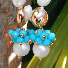 Laden Sie das Bild in den Galerie-Viewer, Drop Earrings with Synthetic Pearl and Rock Crystal earrings De Lux Jewellery