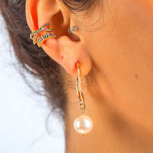 Laden Sie das Bild in den Galerie-Viewer, Hoop Earrings with White Freshwater Pearl earrings De Lux Jewellery