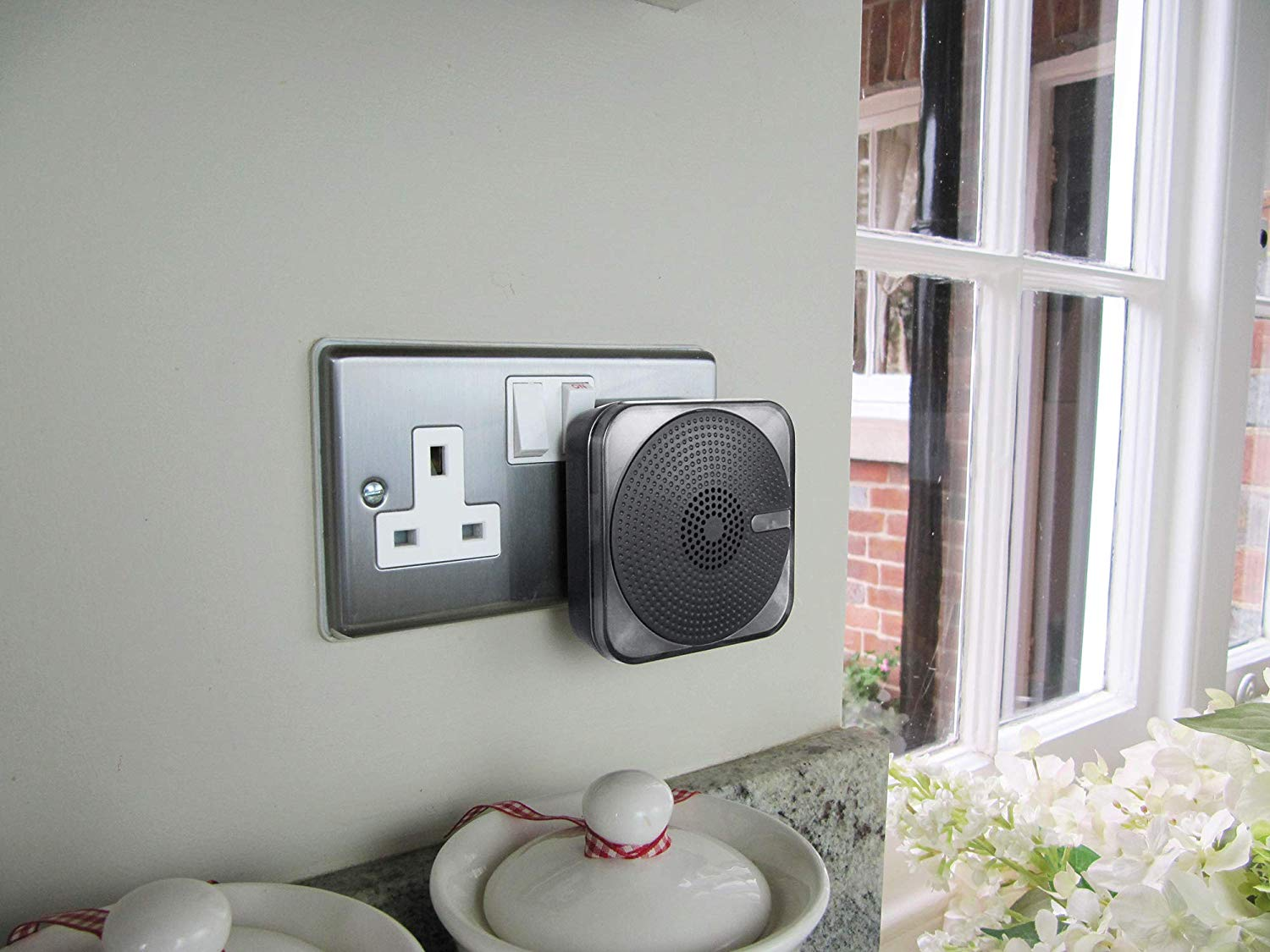 Plug-in Door Chime with Kinetic Bell Push
