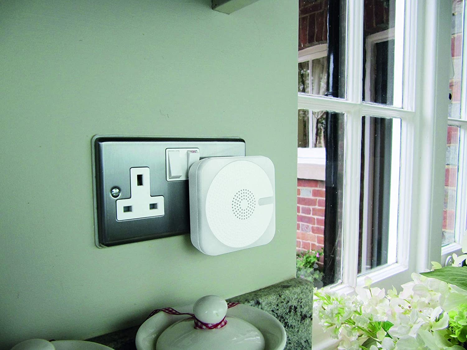 Plug-in Door Chime with Kinetic Bell Push - White Model: 66408
