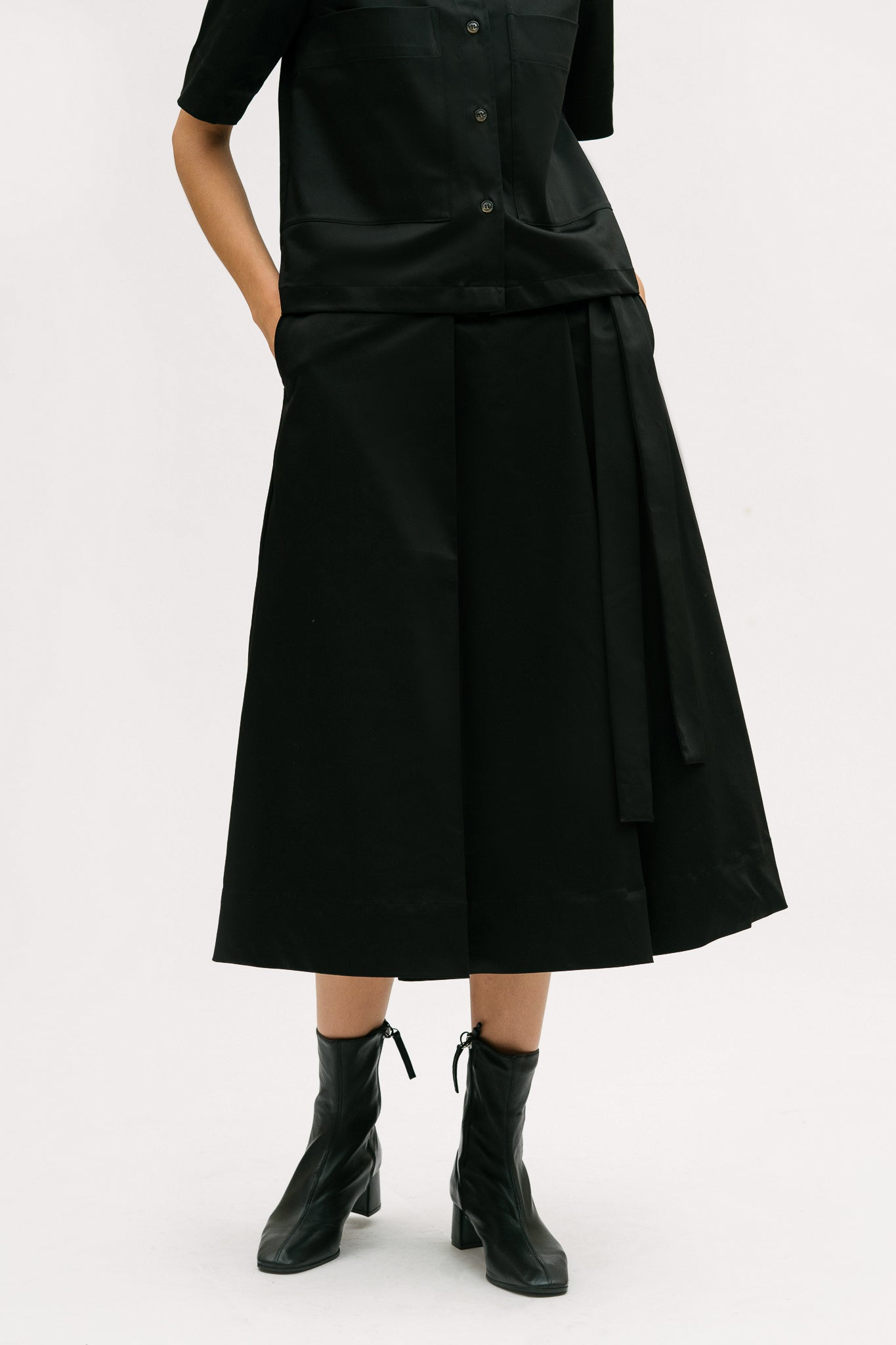 Pleat Detail Mid Length Skirt