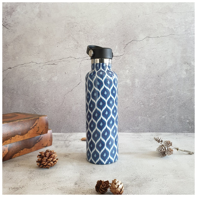 INSULATED BOTTLE, 750ml - HANDLE LOOP - BLUE & WHITE IKAT