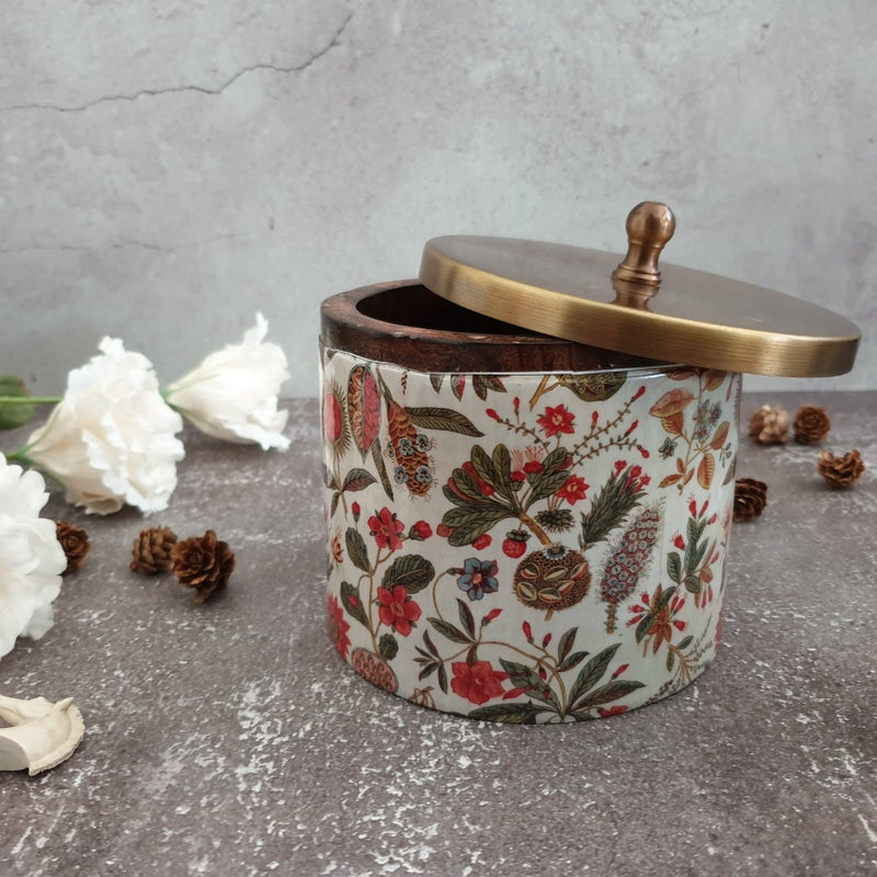 TRADITIONAL FLORAL THEMED WOODEN BOX WITH AN ANTIQUE BRASS METAL LID