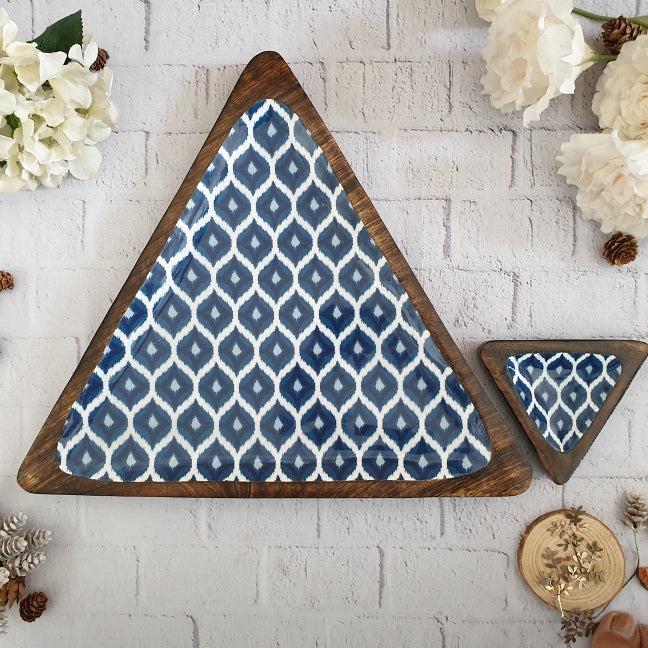 BLUE & WHITE IKAT COLLECTION TRIANGLE PLATTER WITH BOWL