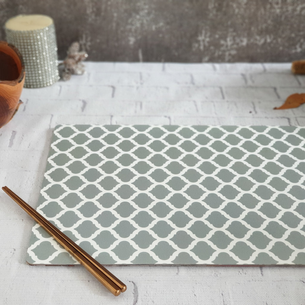 GRAY QUARTERFOIL WIPE CLEAN TABLEMATS/PLACEMATS