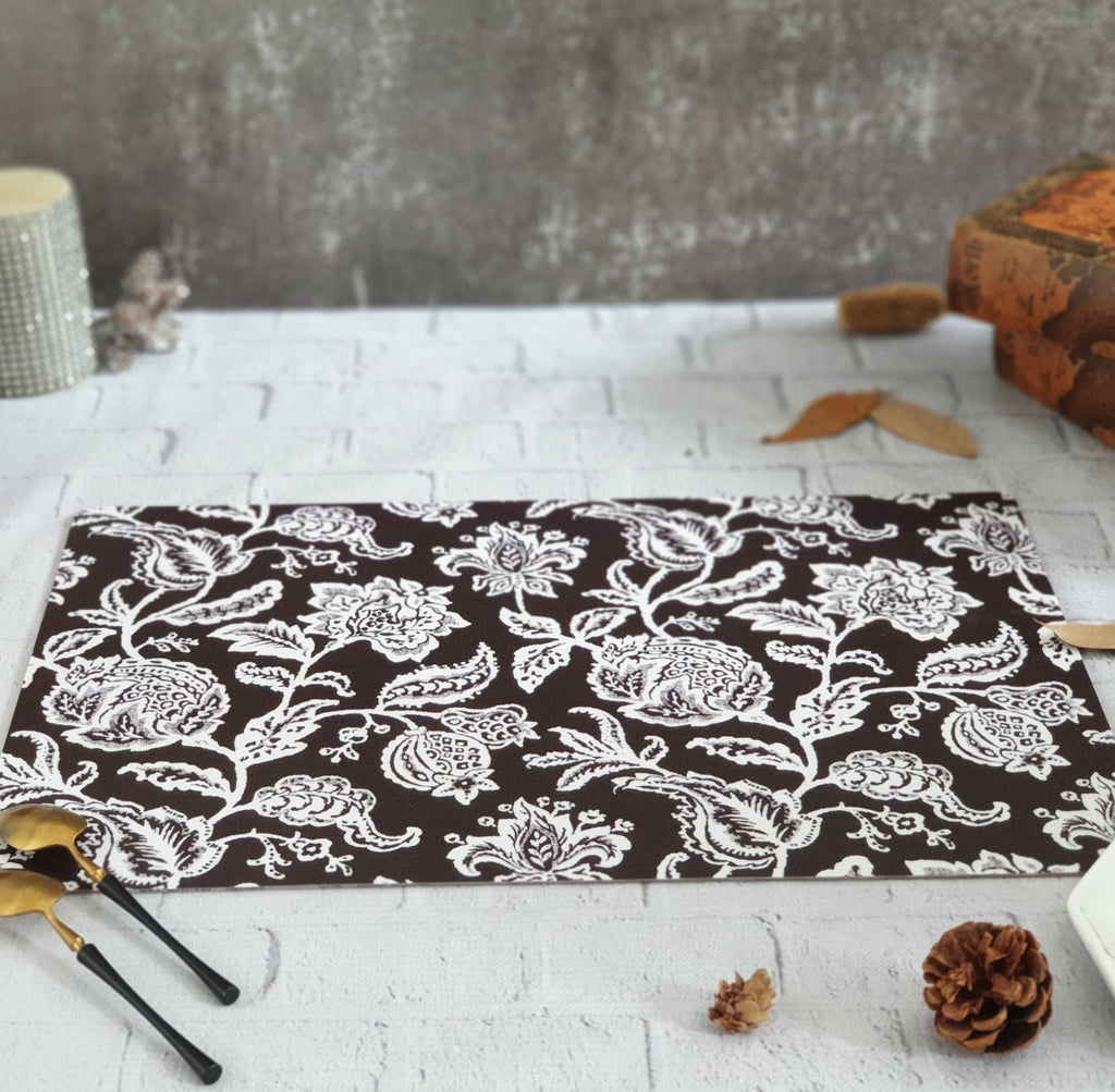 BLACK BEAUTY WIPE CLEAN TABLEMATS/PLACEMATS