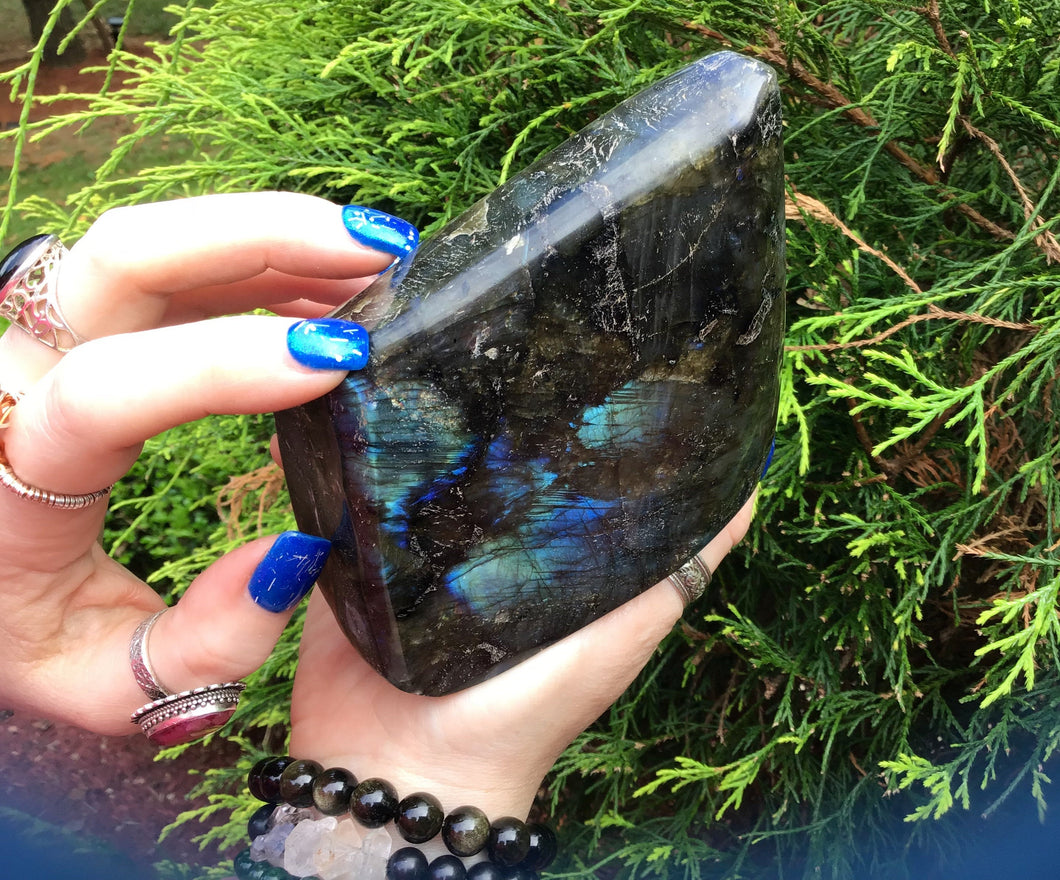 "Labradorite Crystal Large 1 lb. 7 oz. Tower ~ 4"" Long ~ Flashing Electric Blue & Gold Colors ~ High Quality Free Standing ~ Reiki Display"