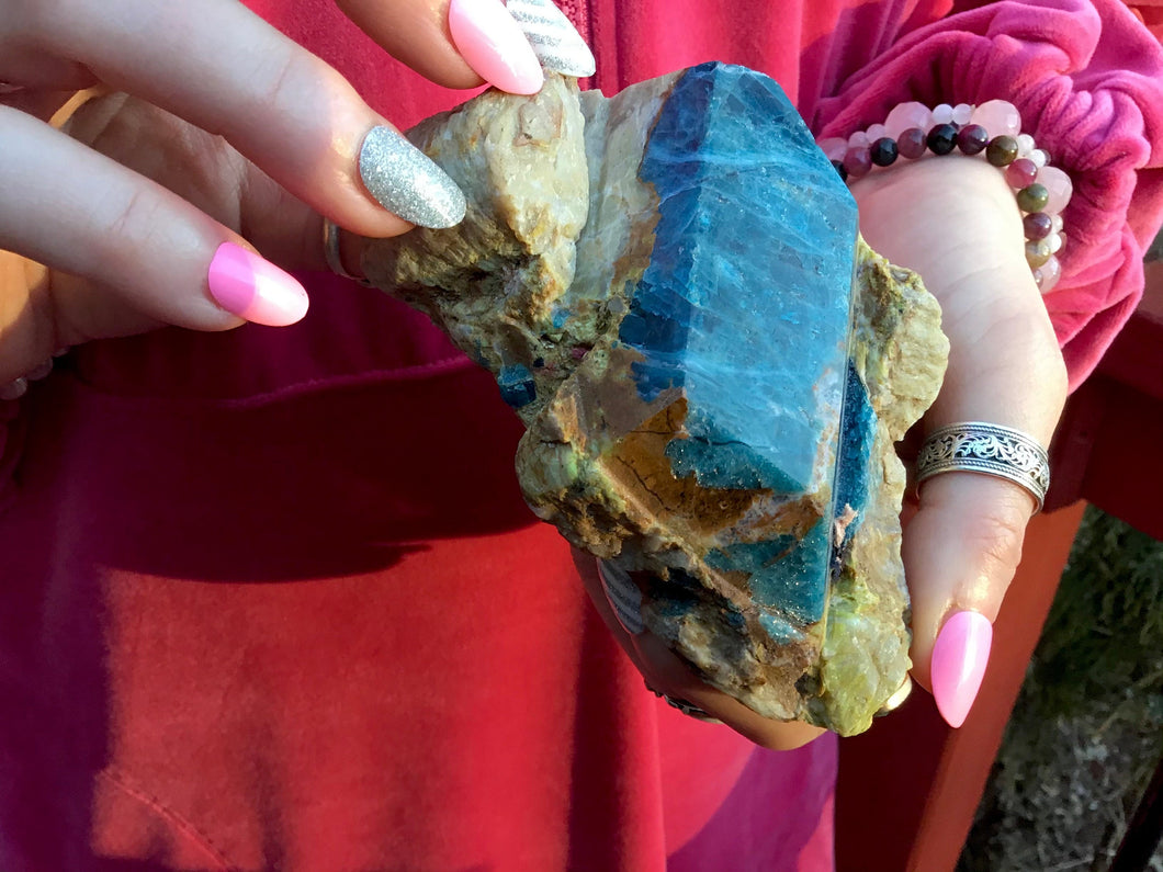 "Blue Apatite in Matrix 1 Lb. 2 oz. Palm Stone ~ 4"" long ~ Free Standing Crystal ~ Handheld Size ~ Gorgeous Gemmy Collector's Specimen"