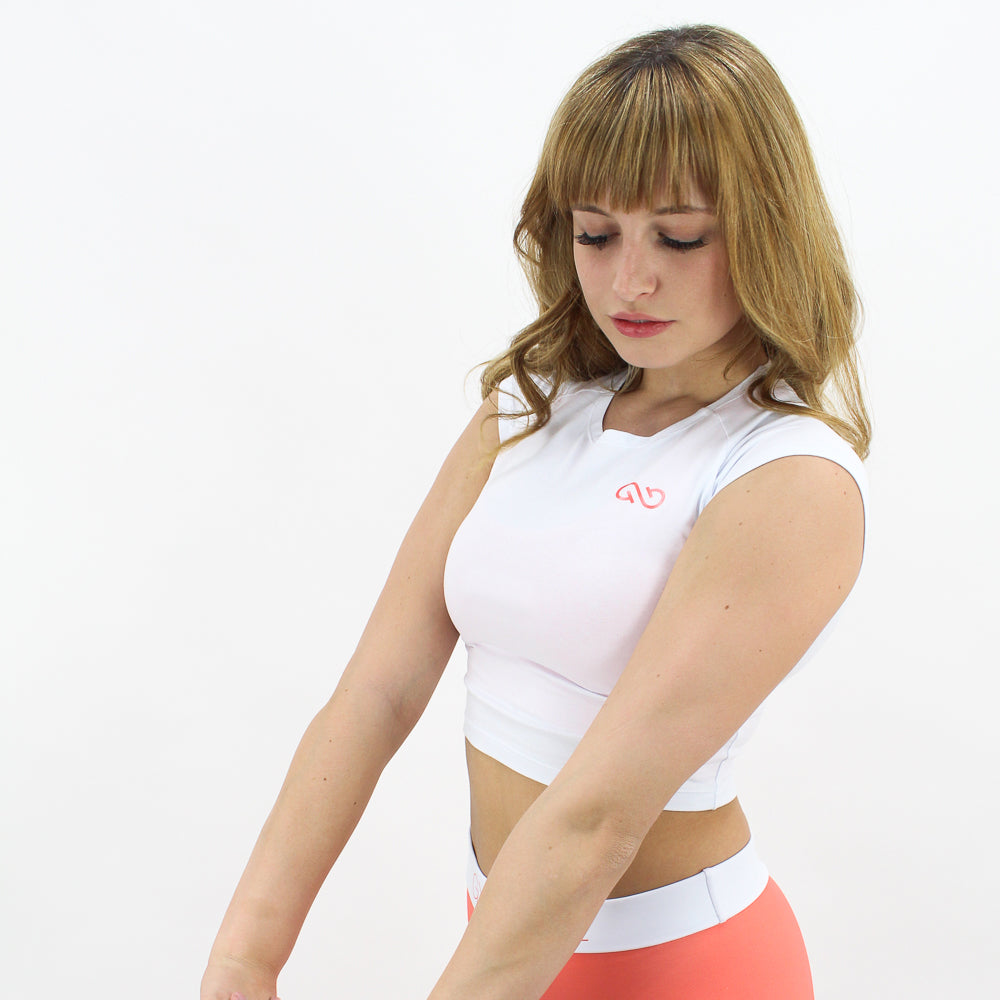 GYMSTYLE-livingcoral-croptop-white-pose2