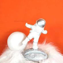 Load image into Gallery viewer, 3D Astronaut Phone holder