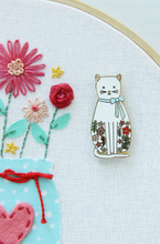 Floral Cat - Magnetic Embroidery Needle Minder